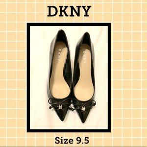 🌻NEW! DKNY Black Lock Pumps
